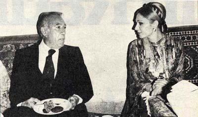 Pictory anthony quinn and shahbanou farah pahlavi for Shah bano farah pahlavi