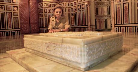 Shahbanou farah pahlavi on voa roundtable for Shah bano farah pahlavi