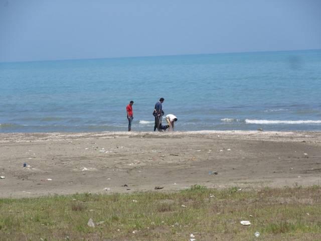 photos of iran beach pollution