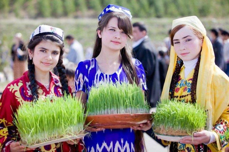 tajik-girls-on-holiday-navruz
