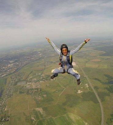 'Queen Of Iran's Skies' Hopes To Increase Female Skydivers