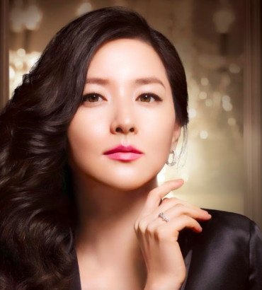 Korean Actress Lee Young-ae Donates To Quake Victims In Iran